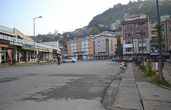 Kozlu'da sokağa çıkma kısıtlamasında cadde ve...