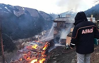 Rize'de Gölyayla köyünde çıkan yangın söndürüldü