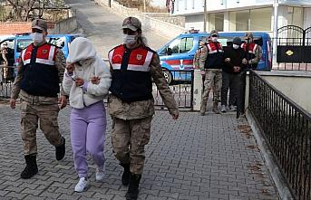 Samsun'da hırsızlık iddiasıyla yakalanan 2 şüpheli...