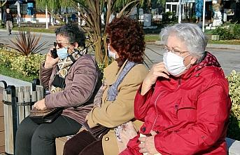 Sinop'ta 65 yaş ve üstü vatandaşlar güneşli...