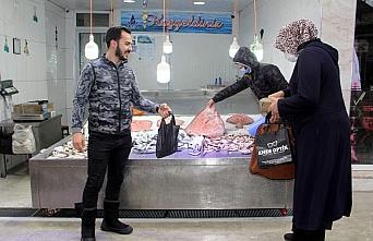 Sinop'ta kısıtlama başlamadan yapılan bol alışveriş...