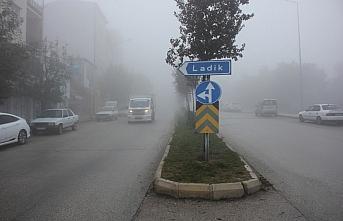 Suluova'da sis etkili oldu