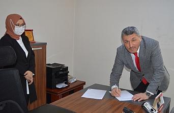AK Parti Bartın İl Başkanı Turhan Kalaycı mazbatasını...