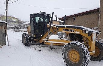 Amasya'da köy yollarında zorlu yol açma mesaisi