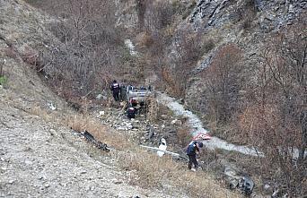 Amasya'da otomobil yamaçtan devrildi: 4 yaralı