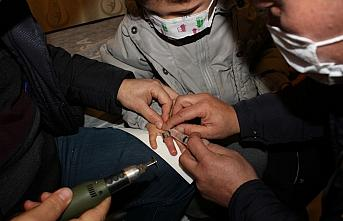 Amasya'da parmağı metal parçaya sıkışan çocuğu itfaiye kurtardı