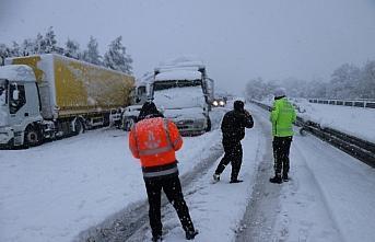 Anadolu Otoyolu'nda 16 aracın karıştığı trafik...