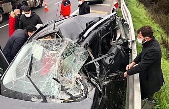 Anadolu Otoyolu'nda pikap ile hafif ticari araç çarpıştı: 2 yaralı