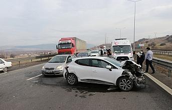 Anadolu Otoyolu'ndaki zincirleme trafik kazası ulaşımı...