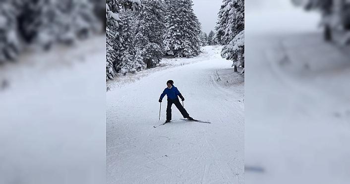 Asfaltta antrenman yapan kayakçılar kara kavuştu