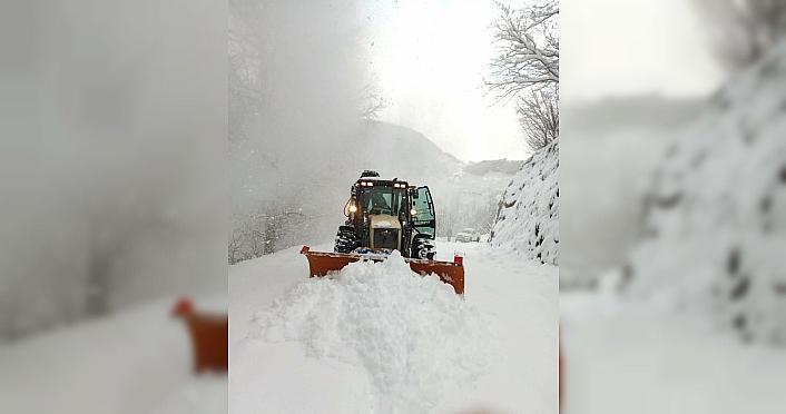 Batı Karadeniz'de kar yağışı nedeniyle 634 köy yolu ulaşıma kapandı