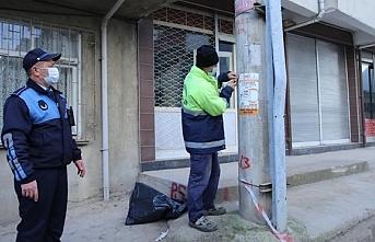 Fatsa'da izinsiz afişler sökülüyor