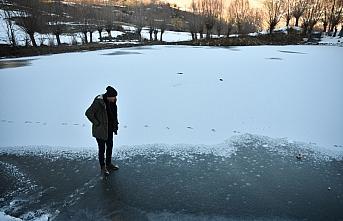 Giresun'da buz tutan gölet ve akarsu güzel görüntüler...