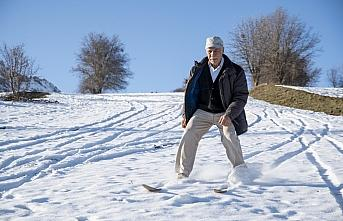 Giresunlu ihtiyar delikanlı 50 yıllık ahşap kayaklarıyla...