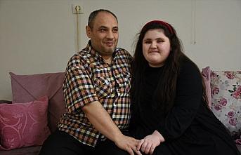 Görme engelli baba-kız birbirine