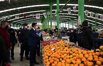 Gümüşhacıköy'de ilçe pazarı kapatıldı