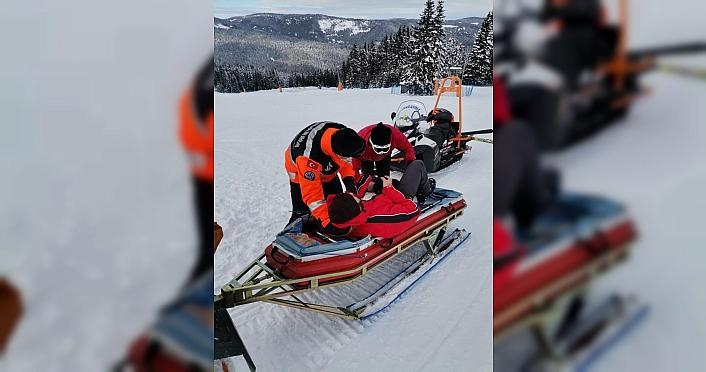 Ilgaz Dağı'nda kaza geçiren kayakçılara ilk müdahaleyi jandarma yapıyor