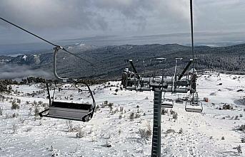 Karabük Keltepe'de telesiyej hattının yoğun kar...