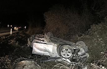 Karabük'te devrilen otomobilde sıkışan sürücü, ekipler tarafından kurtarıldı