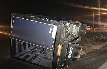 Karabük'te iki kamyon ile bir tır çarpıştı 2 kişi yaralandı