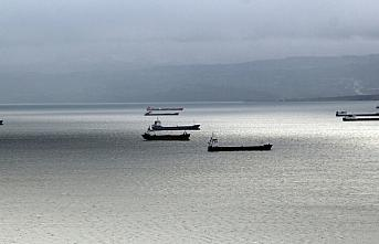 Karadeniz'deki fırtınadan kaçan gemiler Sinop doğal...