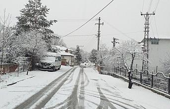 Kartalkaya ve Kartepe'de kar etkili oldu