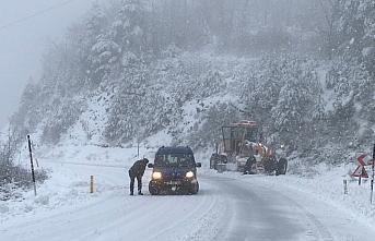 Kastamonu'da kar yağışı ulaşımda aksamalara...