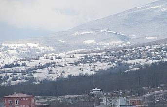 Samsun'da Kavak ilçesinin yüksek kesimleri beyaza büründü