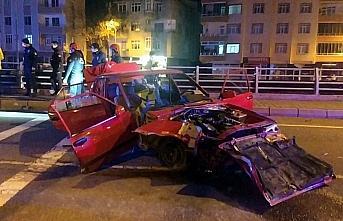 Ordu'da otomobil elektrik direğine çarptı: 3 yaralı