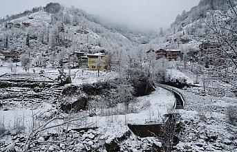 Orta ve Doğu Karadeniz'deki 7 ilde kar nedeniyle 343 yerleşim birimiyle ulaşım sağlanamıyor