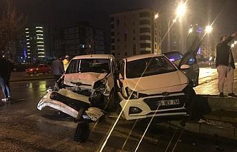Samsun'da polis aracına çarpan otomobildeki...