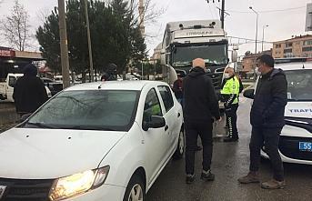 Samsun'da tır kırmızı ışıkta bekleyen otomobile çarptı: 1 yaralı