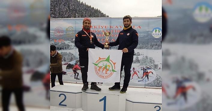 Samsunlu öğretmen kardeşler Kayakla Oryantiring Türkiye Şampiyonası'nda birinci oldu