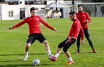 Samsunspor Teknik Direktörü Sağlam: ''Rakiplerimize puan vermeden maçları geçmemiz gerekiyor