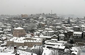 Tarihi konaklarıyla ünlü Safranbolu beyaza büründü