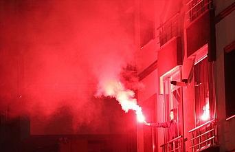 Trabzon'da bir sitenin sakinleri yeni yılı meşale...