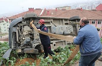Trabzon'da freni boşalan kepçenin çarptığı ticari...
