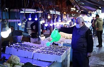 Trabzon'da tezgahlardaki balık bolluğu vatandaşın yüzünü güldürdü
