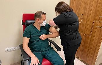Ünye'de CoronoVac aşısının ilk dozu sağlık çalışanlarına uygulanmaya başlandı