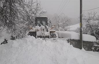 Yığılca'da karla mücadele çalışmaları sürüyor