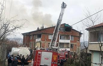 Zonguldak'ta çatı katında çıkan yangın hasara neden oldu