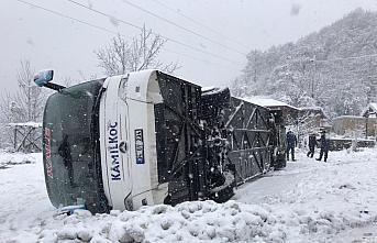Zonguldak'ta yolcu otobüsü devrildi