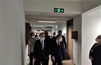 Düzce Valisi Atay sağlık çalışanlarını ziyaret etti: