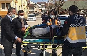 Düzce'de kaza yapan motosikletlinin yardımına olay yerinden geçen İl Sağlık Müdürü yetişti