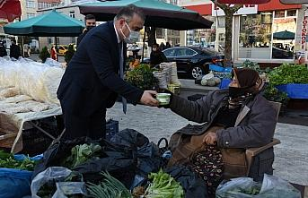 Görele Belediyesinden pazarda çorba ikramı