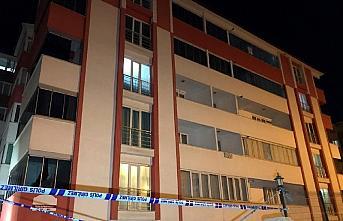 Karabük'te bir apartman Kovid-19 tedbirleri kapsamında...