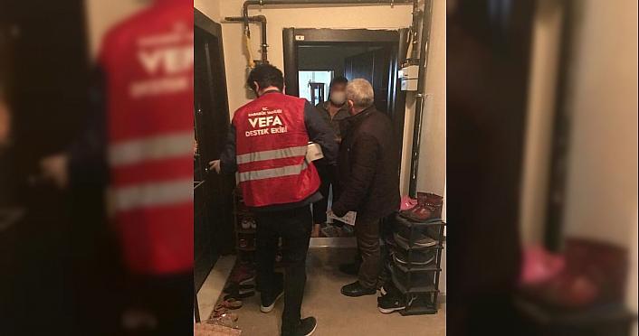 Karabük'te karantinadaki apartman sakinlerine gıda yardımı yapıldı