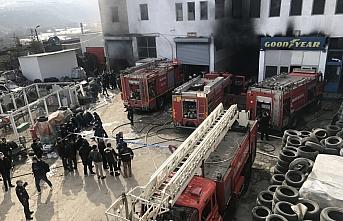 Karabük'te lastik deposunda çıkan yangında 7 kişi...