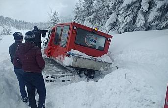 Kastamonu'da kar nedeniyle köyde mahsur kalan 2 hasta...