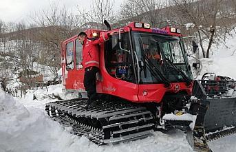 Kastamonu'da kardan yolları kapan iki köydeki yaralı...